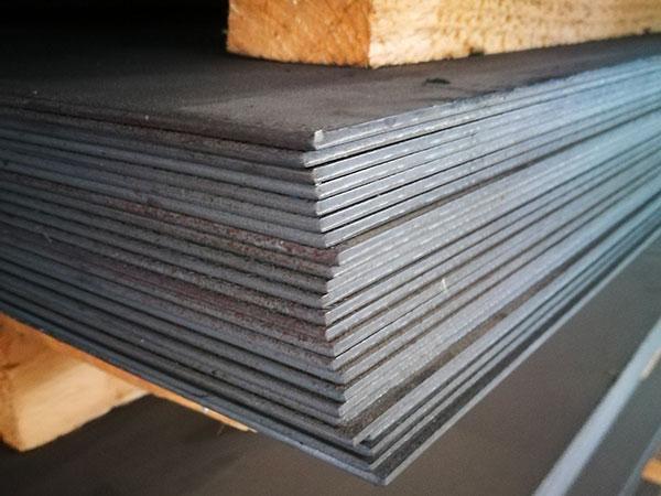 Lavorazione-lamiera-stirata-in-ferro-reggio-emilia